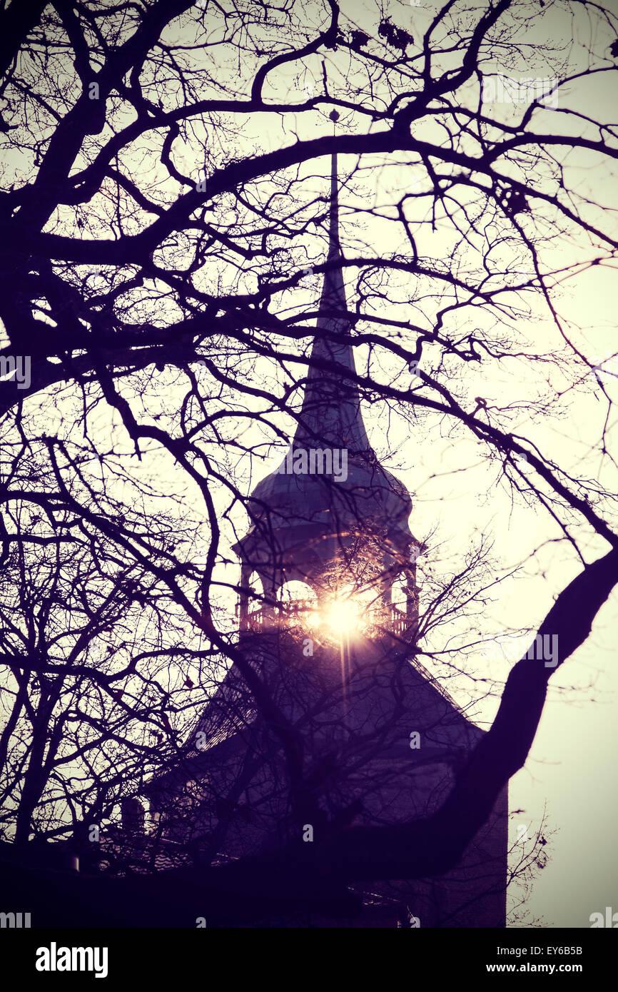 Vintage photo filtrée instagram de mystérieux ou effrayant clocher de l'église d'ossature Photo Stock