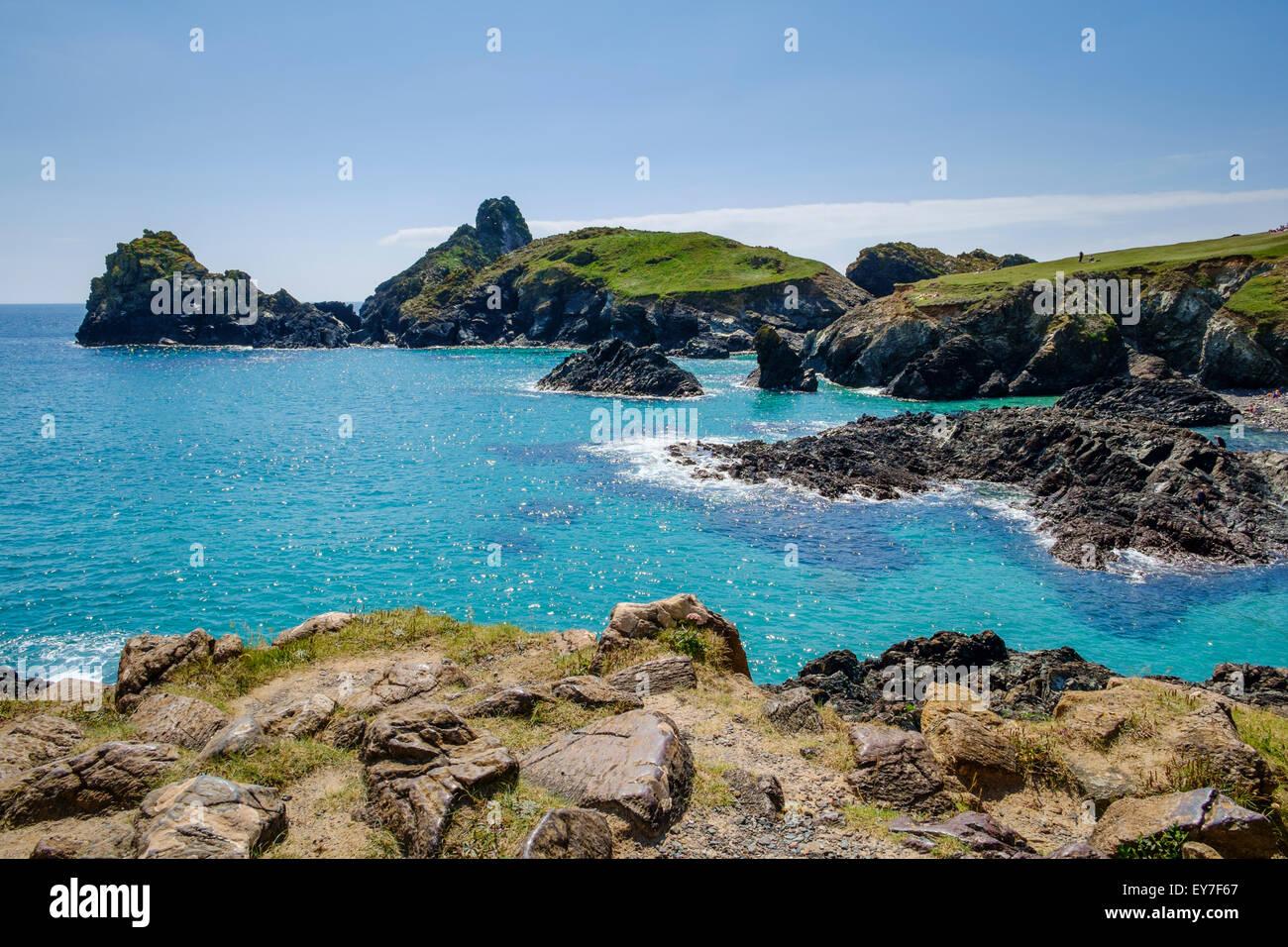 Kynance Cove, péninsule du Lézard, Cornwall, England, UK à marée haute Photo Stock