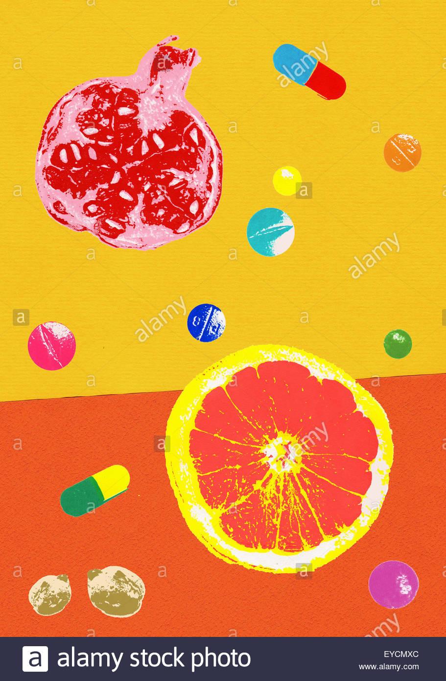 Une alimentation saine naturelle contrastant avec des pilules et des suppléments nutritionnels Photo Stock