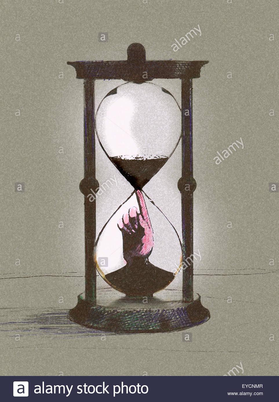 La main à l'intérieur d'hourglass arrêter le temps presse Photo Stock