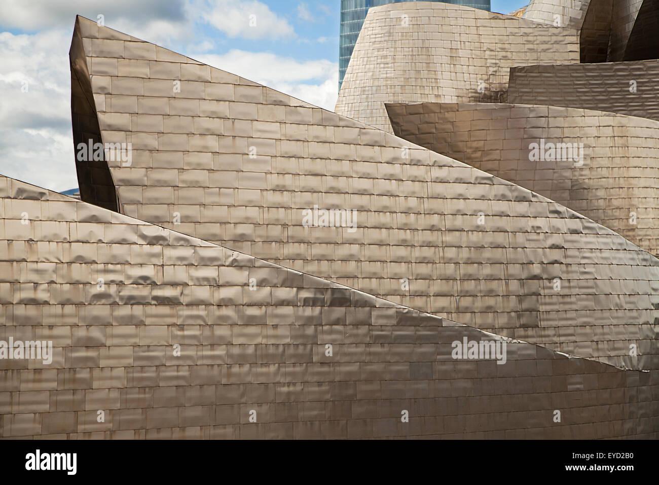 Détail de la façade de Musée Guggenheim de Bilbao, en Espagne. Banque D'Images