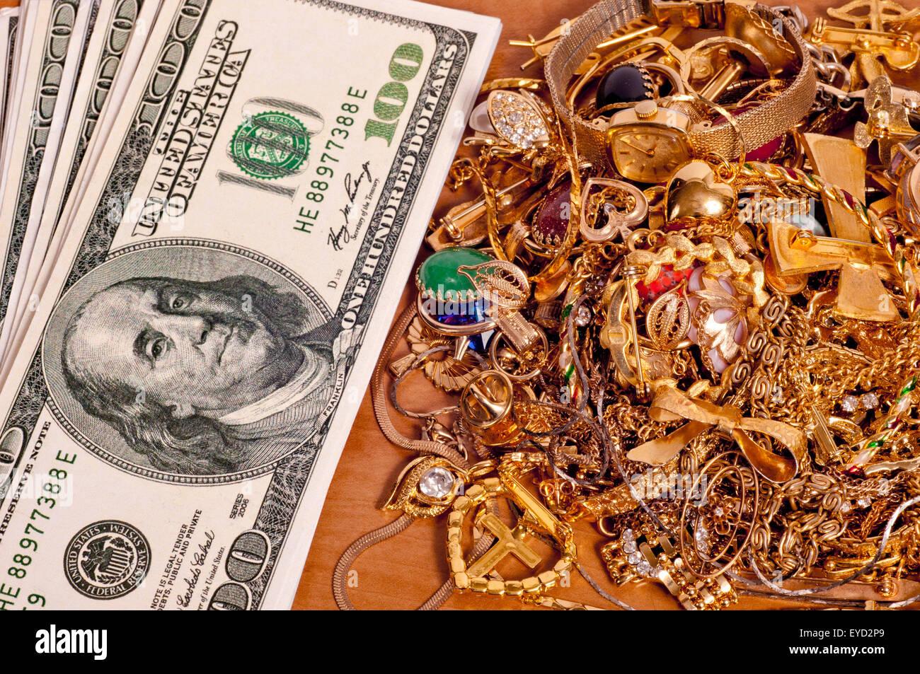 Faire de l'argent en vendant votre or indésirables et bijoux. Photo Stock
