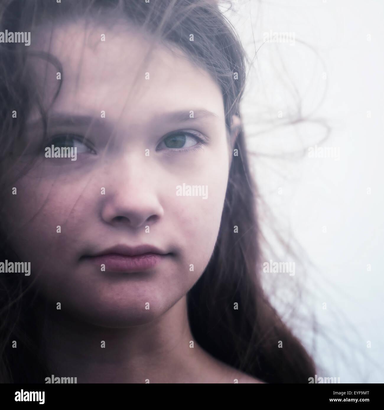 Portrait d'une jeune adolescente et triste Banque D'Images