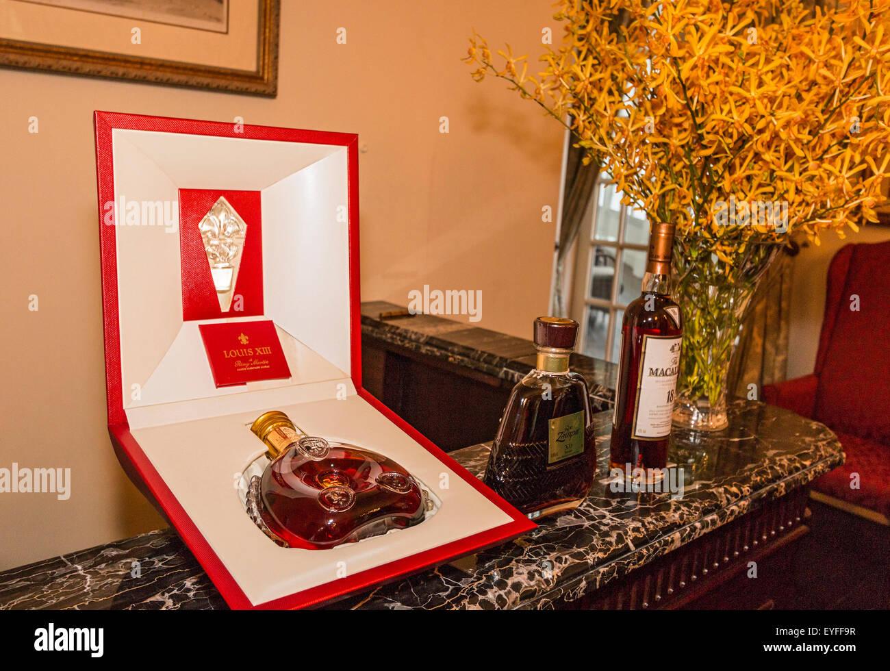 3 000 $ bouteille de cognac Remy Martin Louis XIII, disponible dans les 10 000 $-Une-nuit Suite Raffles à Raffles Photo Stock