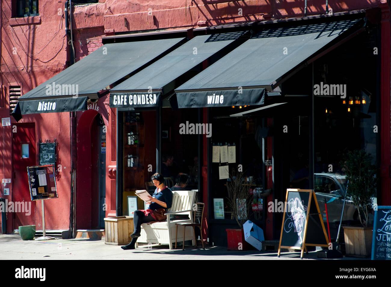 Les gens en terrasse dans le West Village, à Manhattan, New York, USA Photo Stock