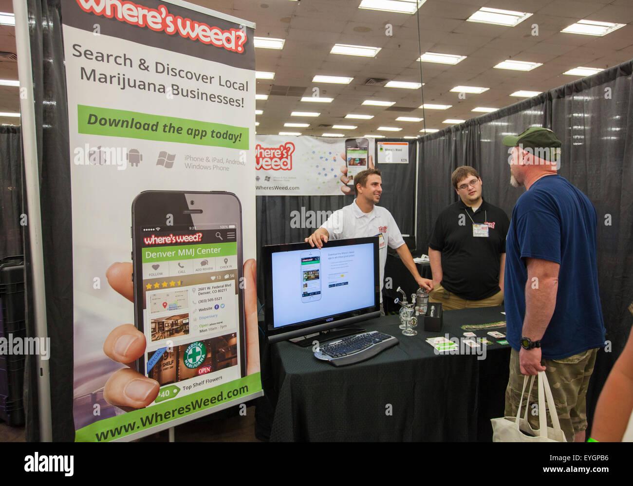Denver, Colorado - Exposants - promouvoir le 'où' l'herbe de l'application pour téléphones Photo Stock