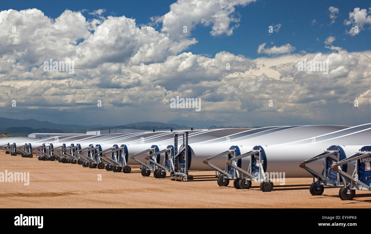 Windsor, Colorado - Wind turbine stockées en dehors de l'usine de Vestas Wind Systems. Photo Stock