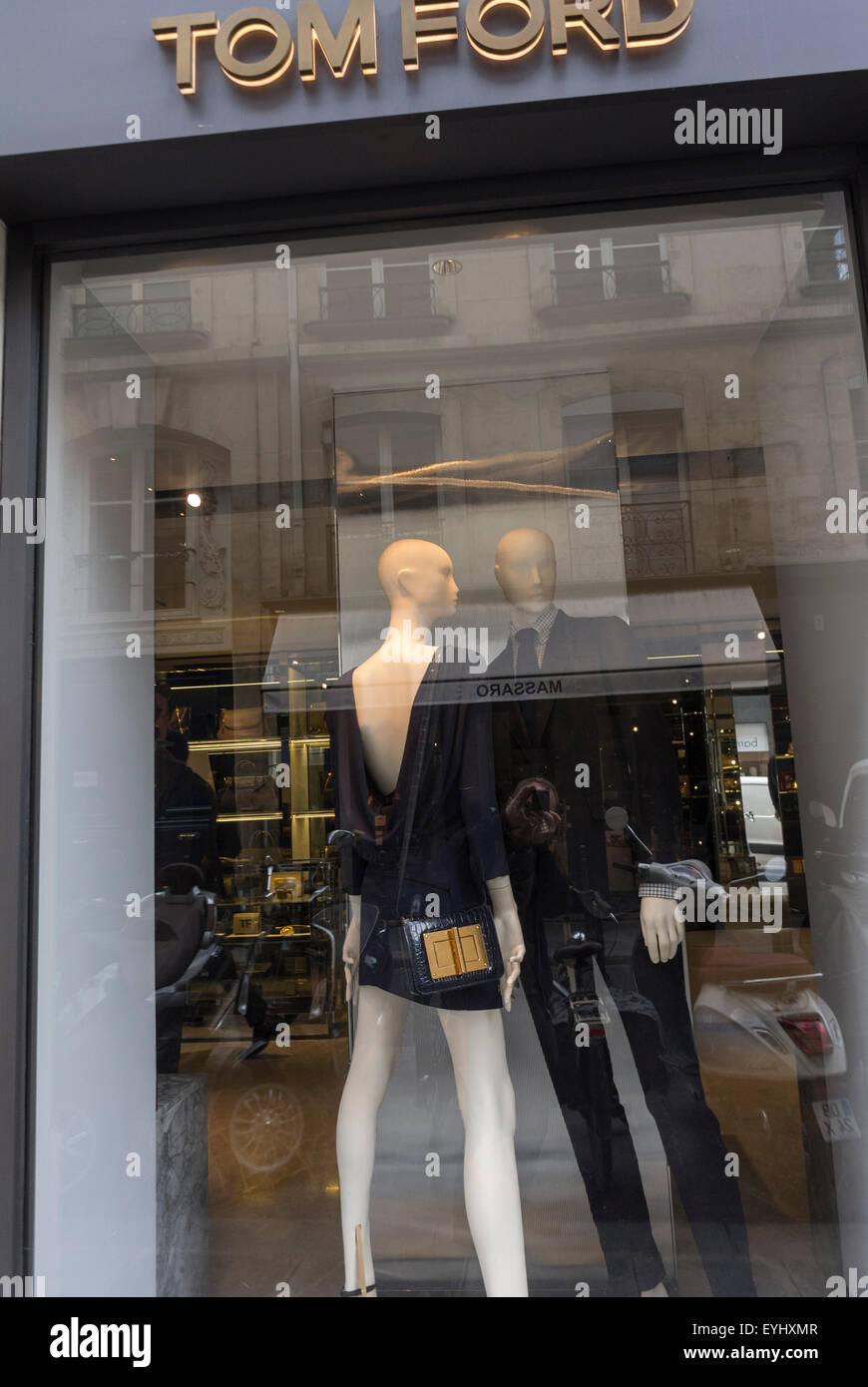 7dca6f4a6bbed3 Paris, France, mannequins en vitrine Fenêtre, vêtements de luxe Shopping,  la rue du Faubourg Saint Honoré, Tom Ford, de la mode, de l étiquette