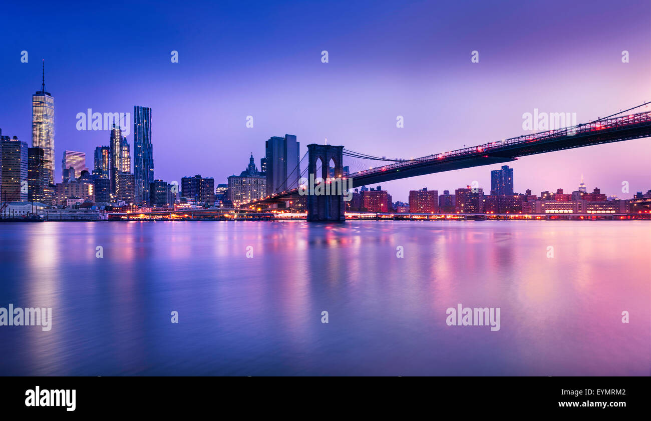 New York City - beau lever de soleil sur Manhattan, avec Manhattan et Brooklyn Bridge USA Photo Stock