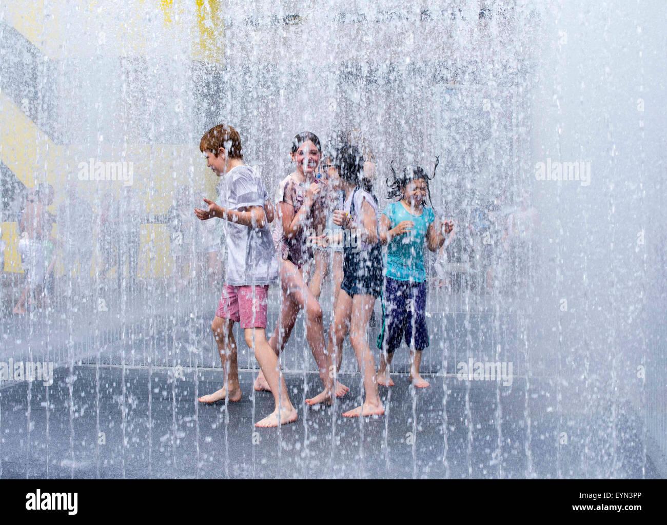 Les enfants bénéficiant d'été de Londres Banque D'Images