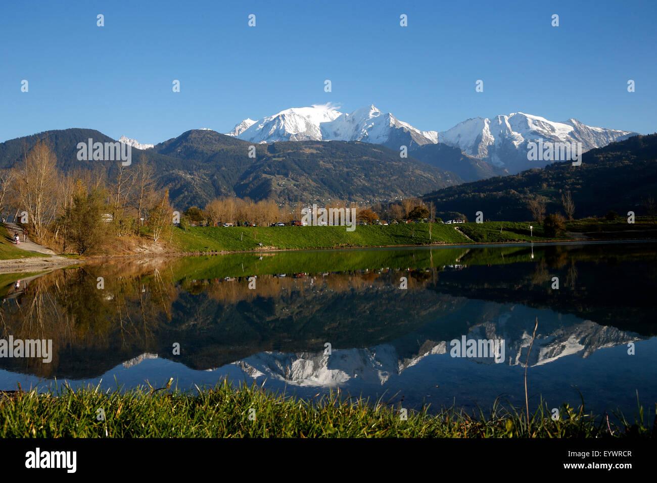 Le lac de Passy et sur le massif du Mont-Blanc, Alpes, Haute-Savoie, France, Europe Photo Stock