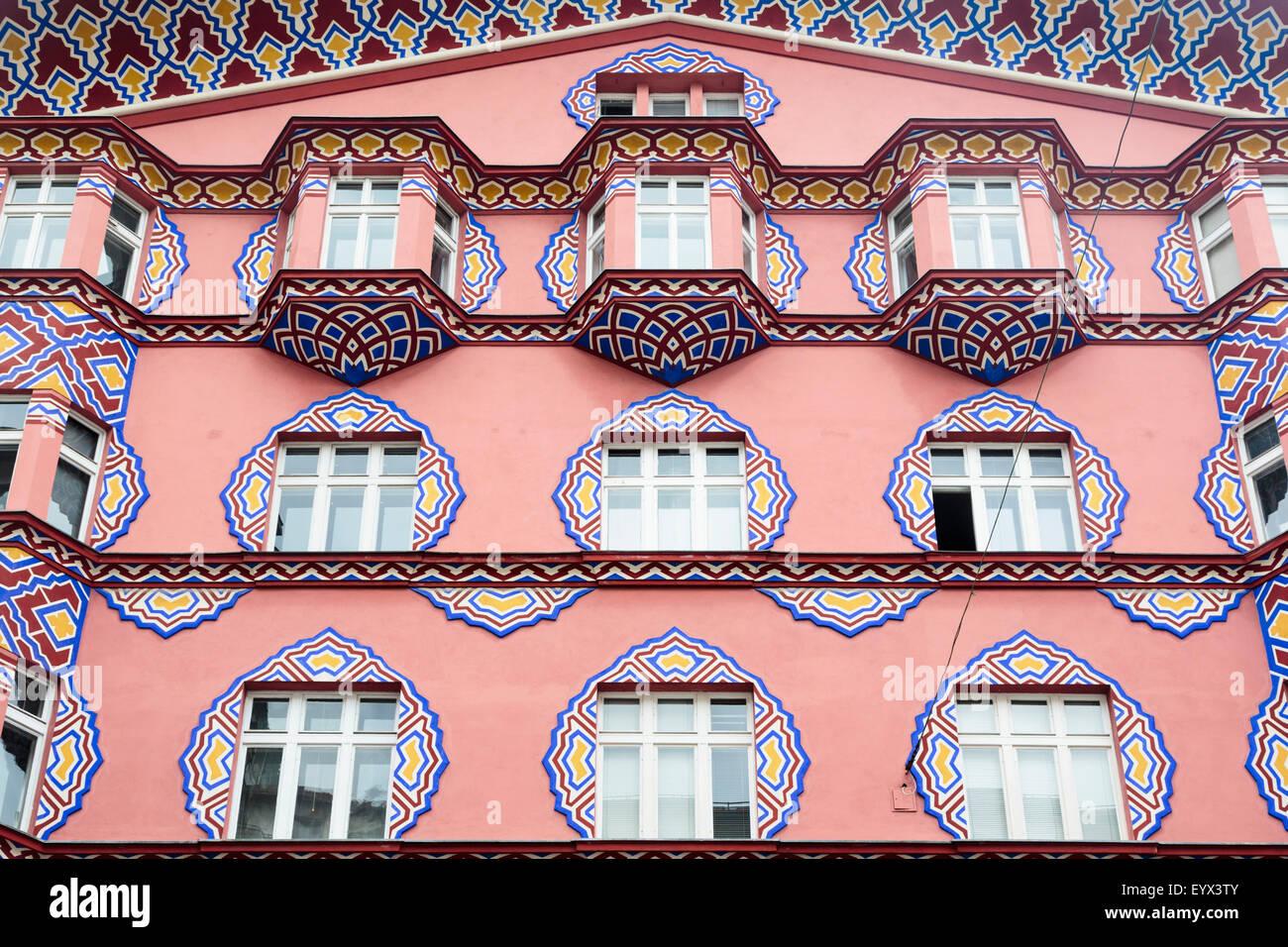 Ljubljana, Slovénie. Façade de banque coopérative (Zadruzna Gospodarska Banka) conçu par l'architecte Photo Stock
