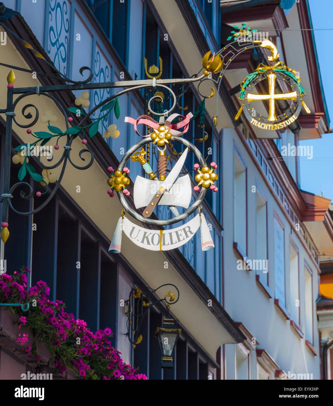 Appenzell, Appenzell Rhodes-Intérieures Canton, Suisse. Signer en face de Koller dans la boucherie Hauptgasse. Photo Stock