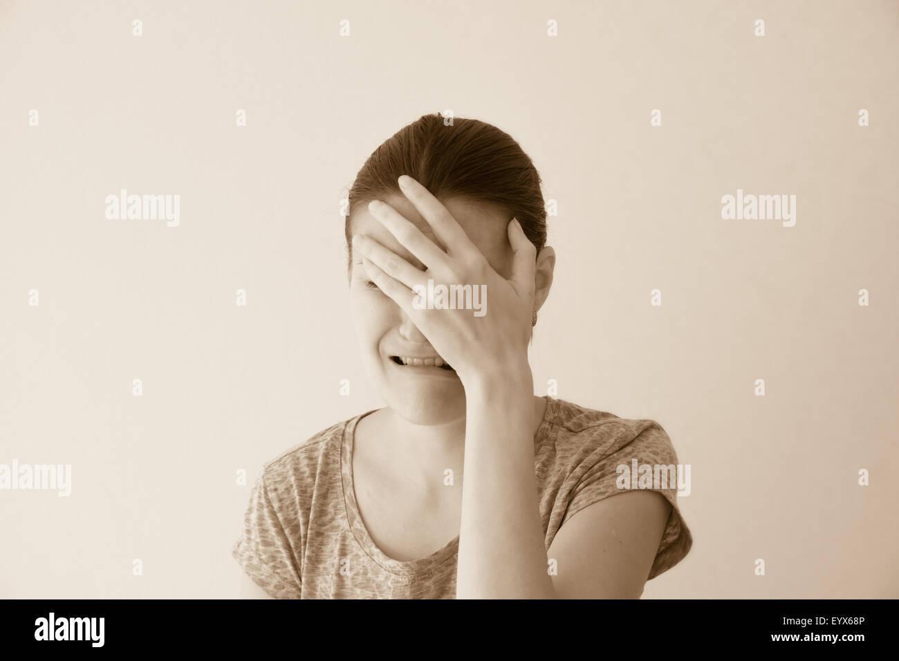 Pleurer déprimé triste abus jeune femme, portrait dramatique Photo Stock