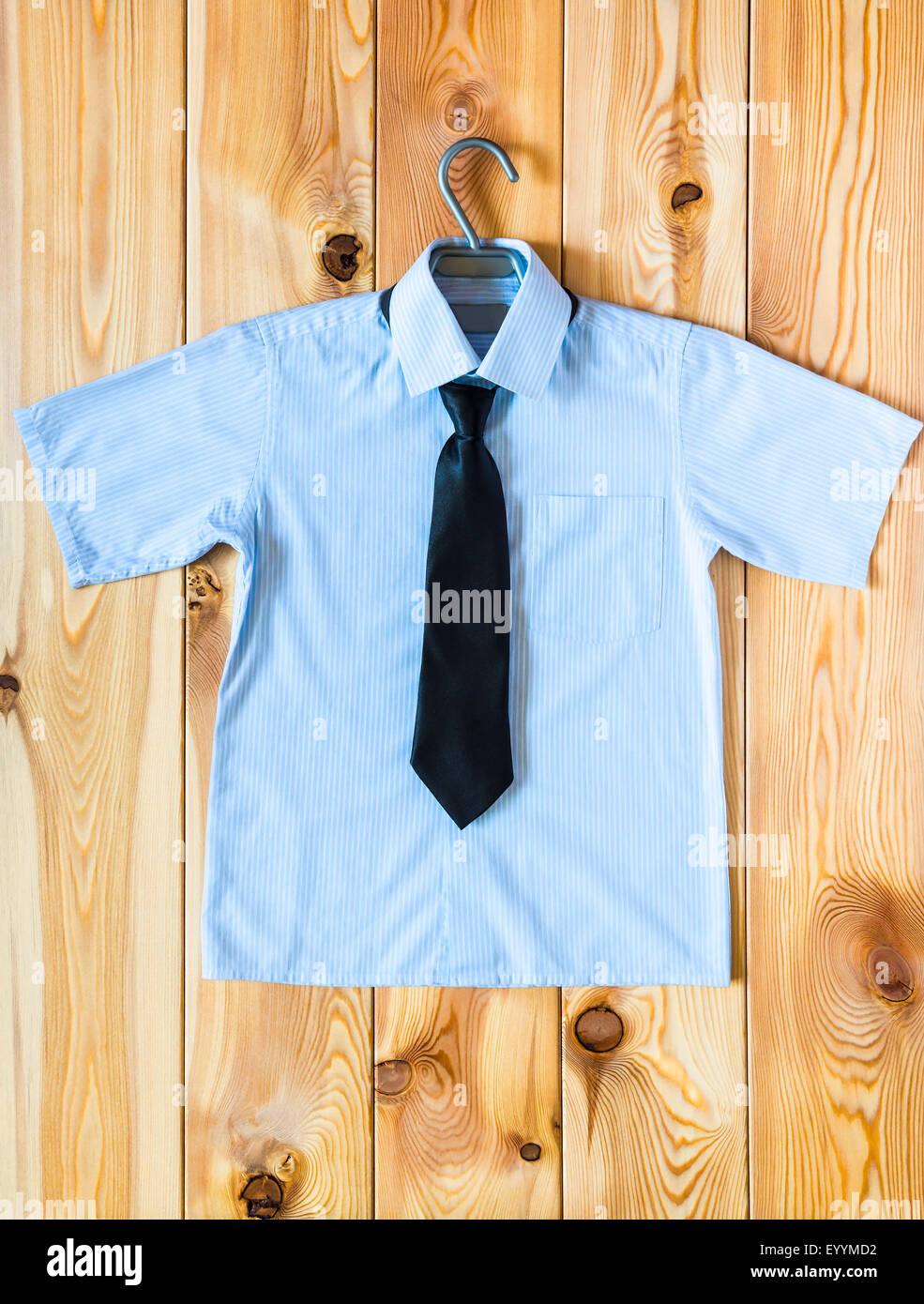 Children's shirt à manches courtes et cravate vue supérieure Photo Stock