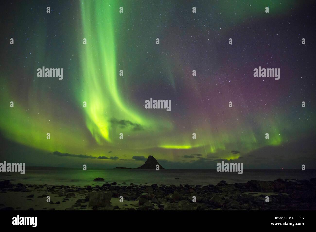 Lumières polaires au-dessus de Bleiksya Vesterlen, Norvège,, Andya, Bleik Photo Stock