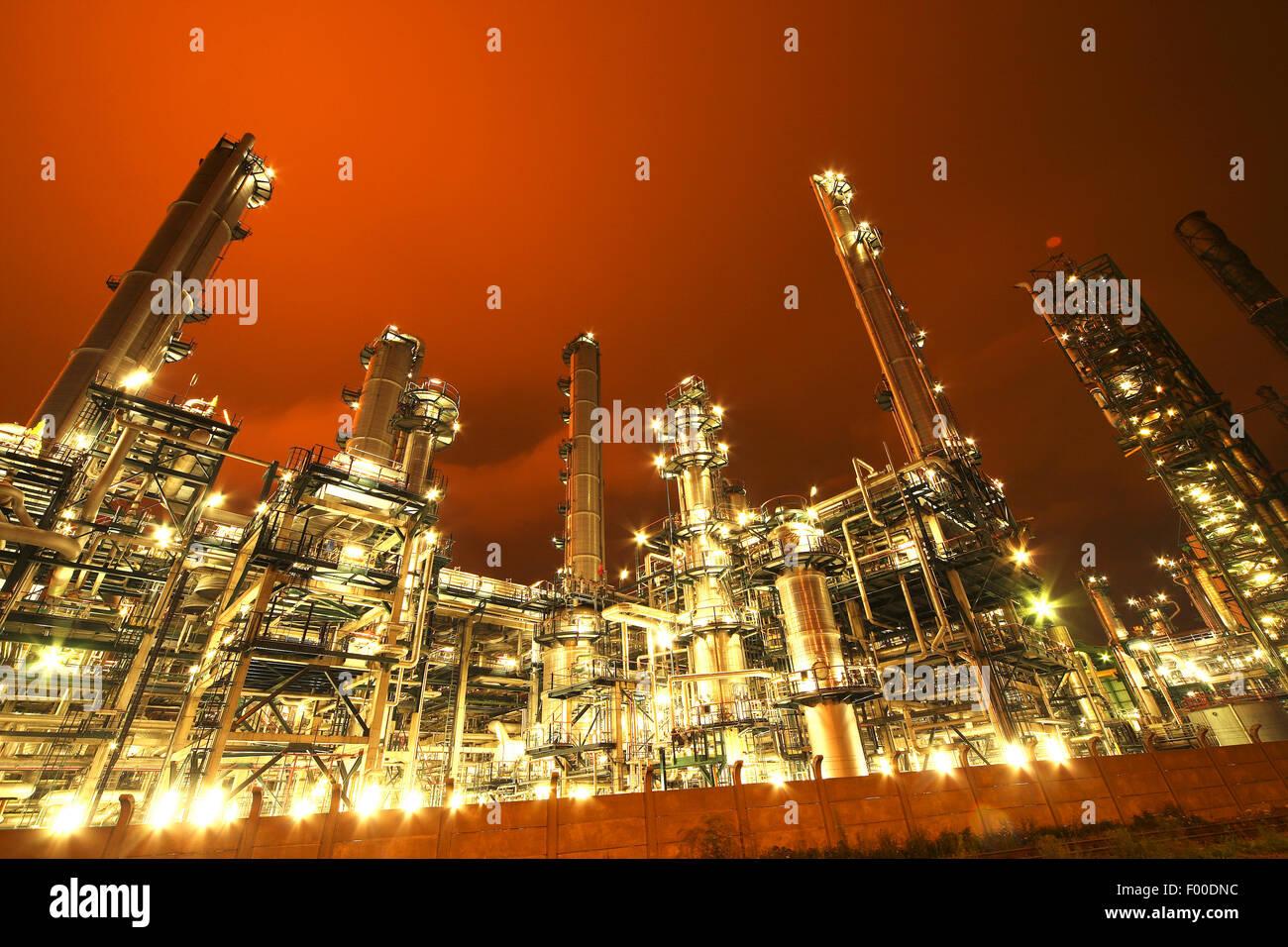 L'industrie pétrochimique allégé d'Anvers port de nuit, Belgique, Anvers Photo Stock