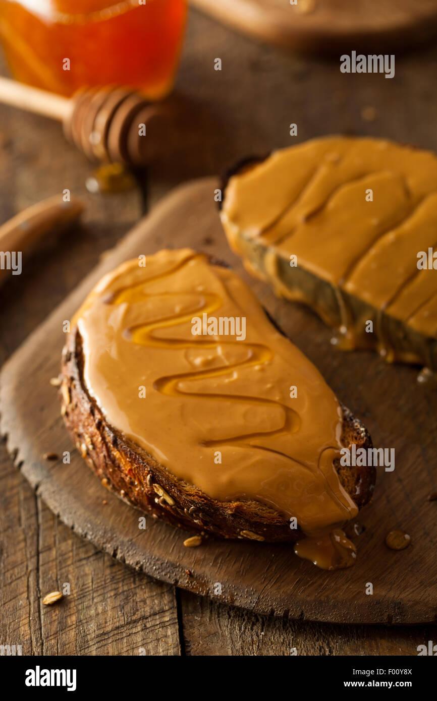 Gourmet fantaisie le beurre d'arachide et le miel Toast Photo Stock