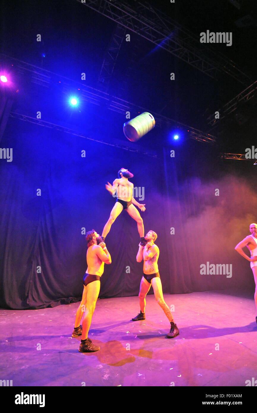 Barbu Electro Cabaret Trad par Cirque Alfonse du Canada à le bas ventre Lancement presse le Edinburgh Fringe Photo Stock