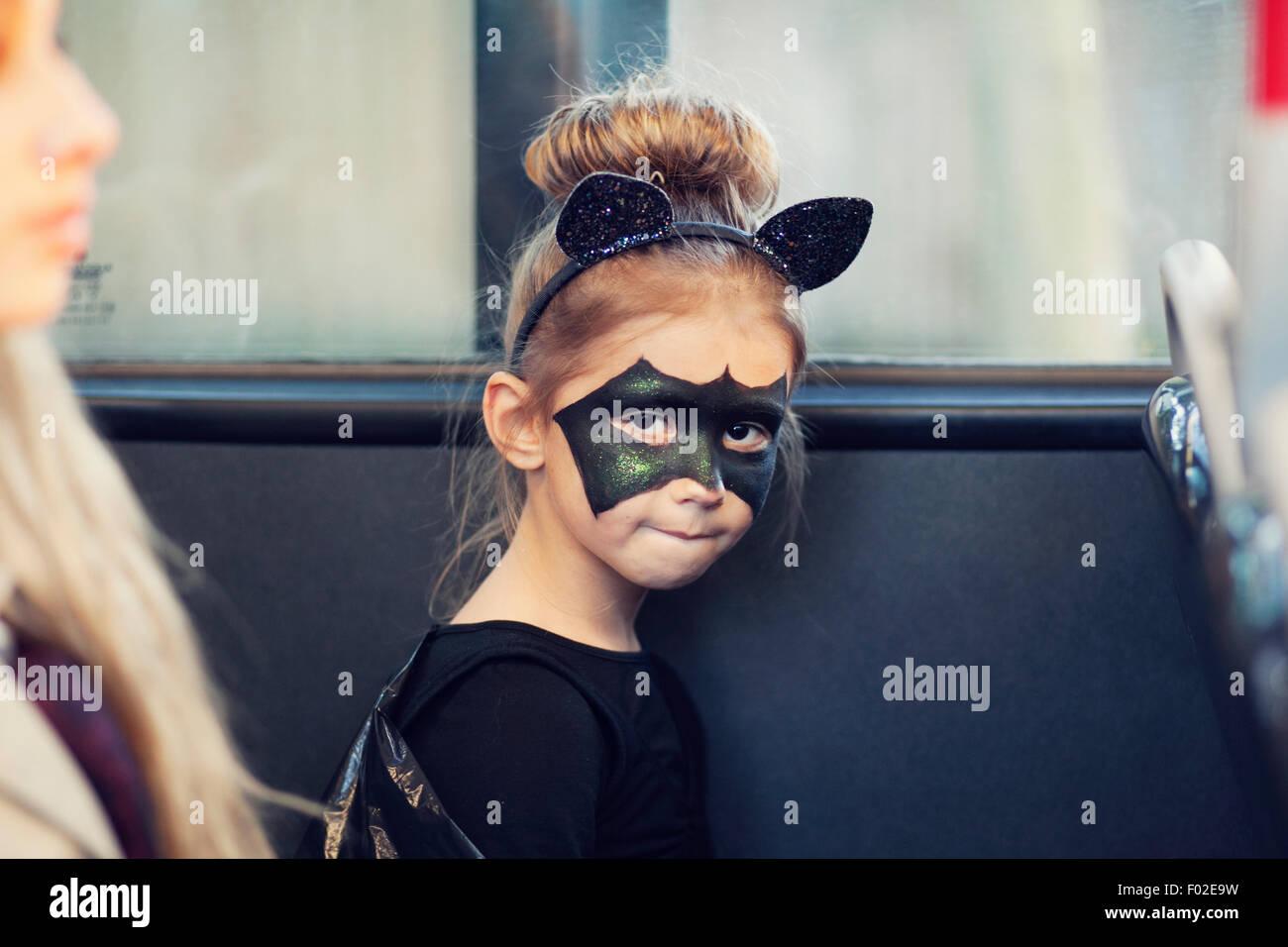 Jeune fille dans un costume de chauve-souris pour Halloween Photo Stock