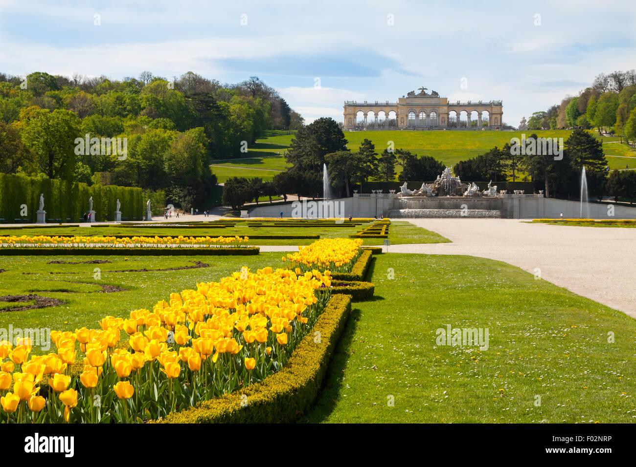 Les jardins du palais de Schönbrunn et Gloriette , Autriche Photo Stock
