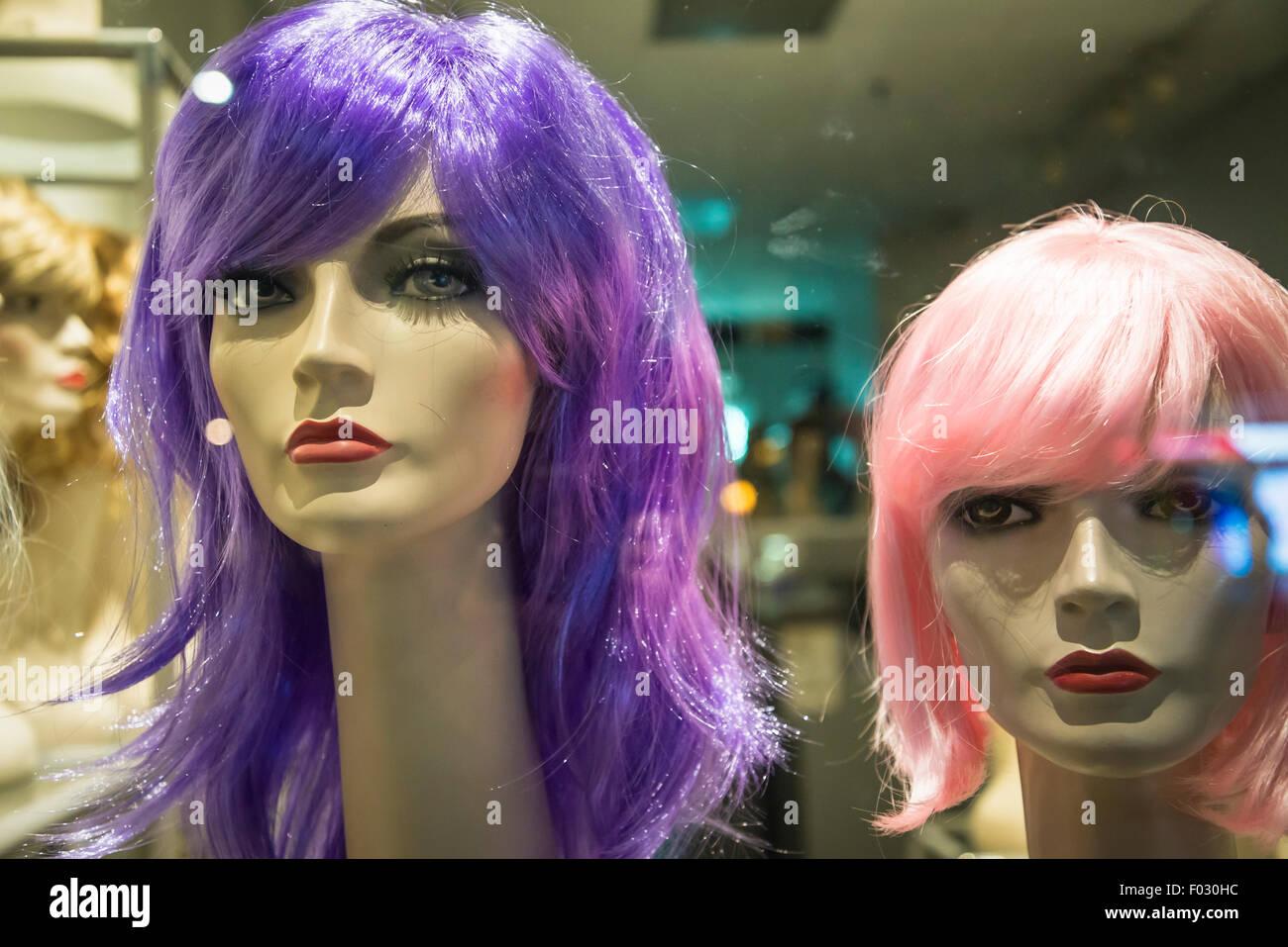 Deux mannequins des perruques Photo Stock