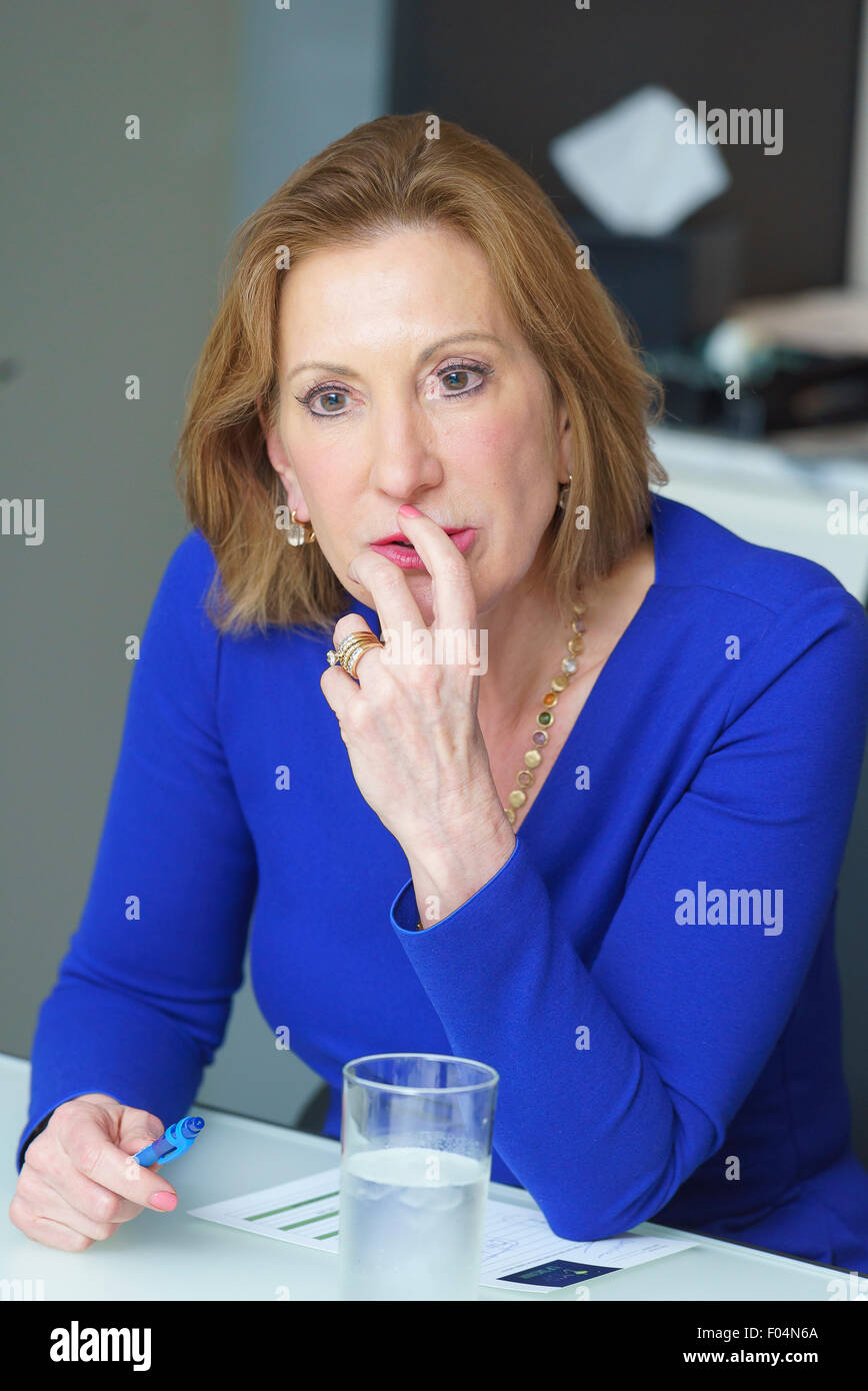 Carly Fiorina s'adressant à un groupe de directeurs à une table ronde à Manhattan Banque D'Images