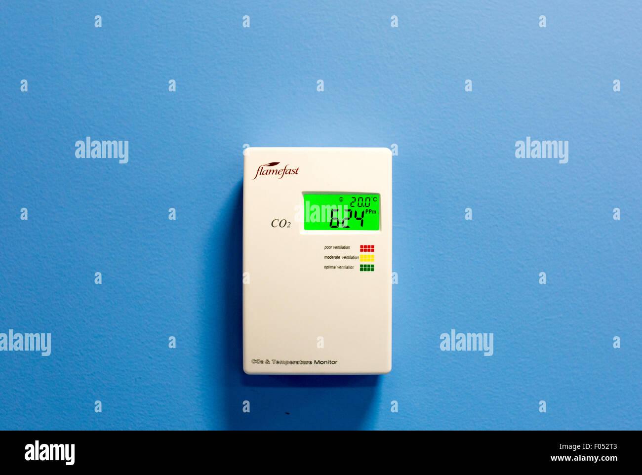 Flamefast moniteur de température sur un mur Photo Stock