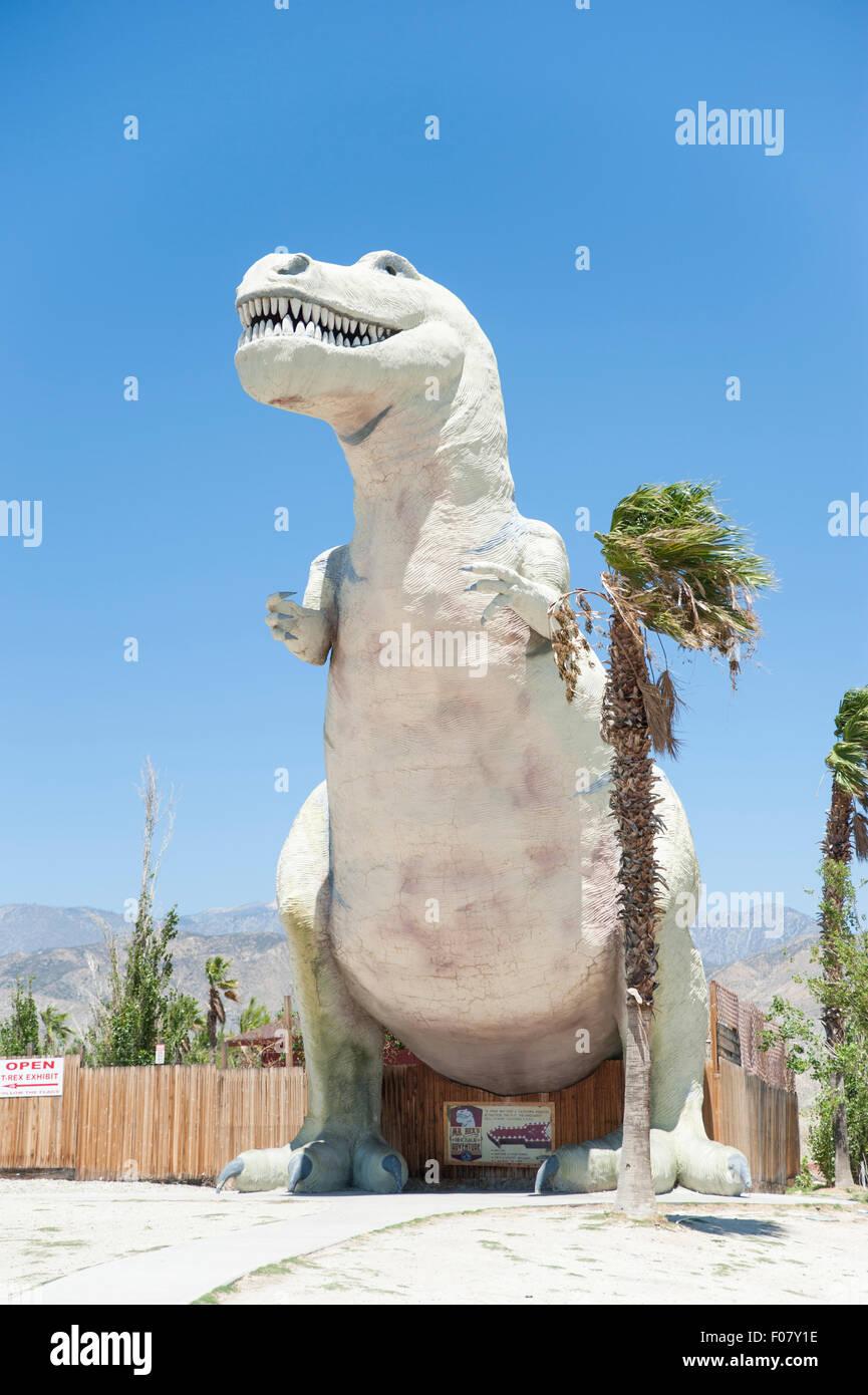 Les mondes plus grands dinosaures, le Cabazon - une attraction touristique dinosaures le long I-10 près de Cabazon et Morongo, California, USA Banque D'Images