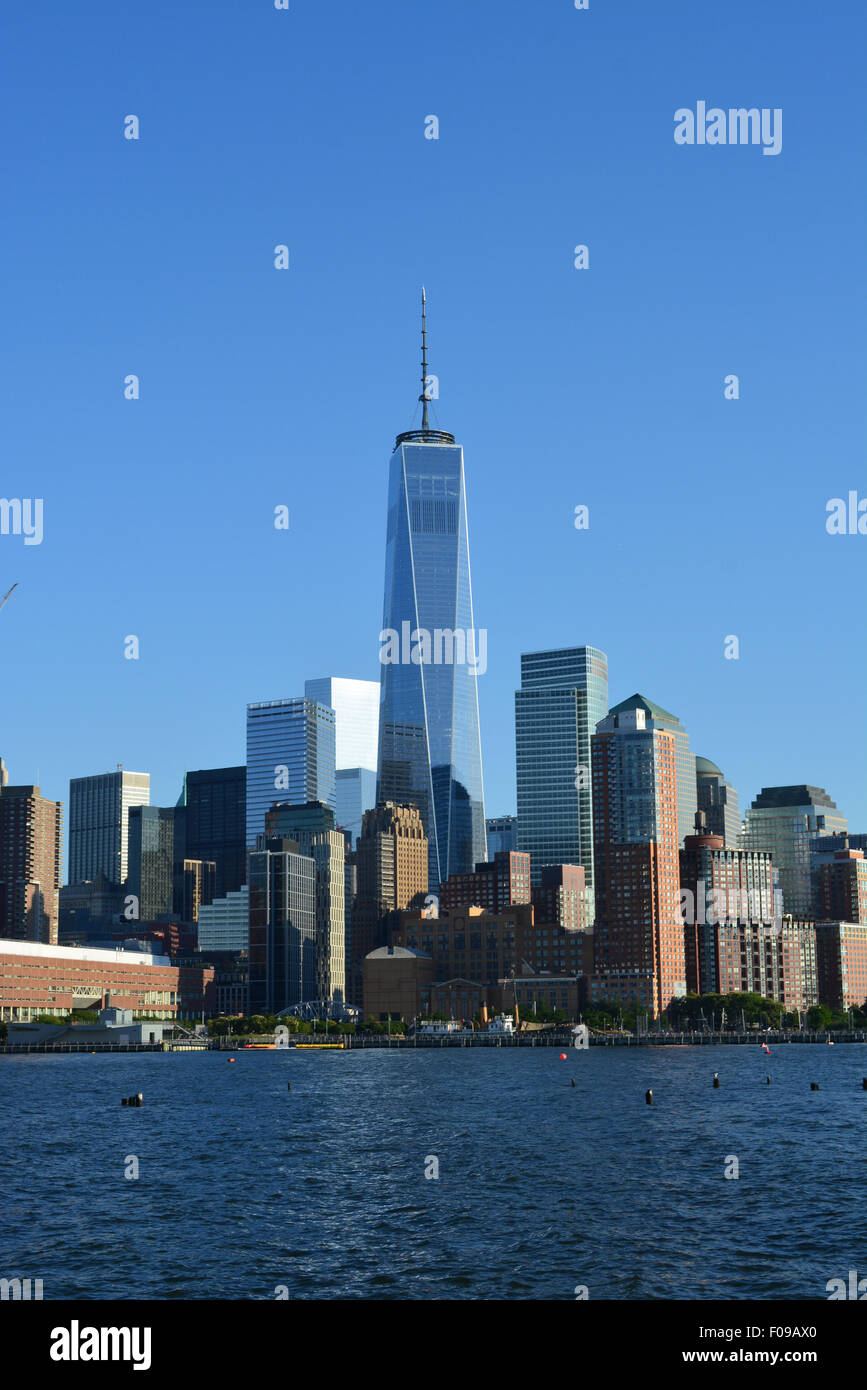 Lower Manhattan skyline le long de la rivière Hudson. Photo Stock