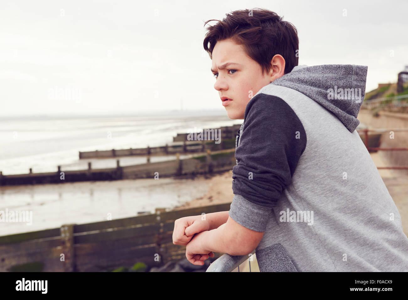 Malheureux adolescent à partir de rampes, Southend on Sea, Essex, UK Photo Stock