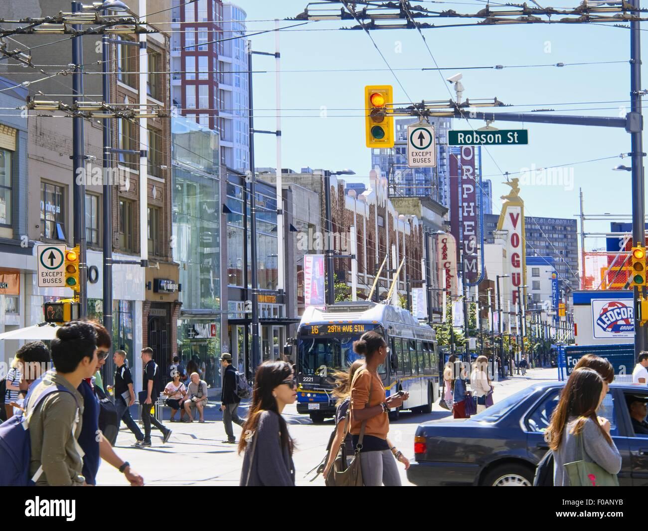 Avis de carrefour Robson, très achalandée à Vancouver, Colombie-Britannique, Canada Photo Stock
