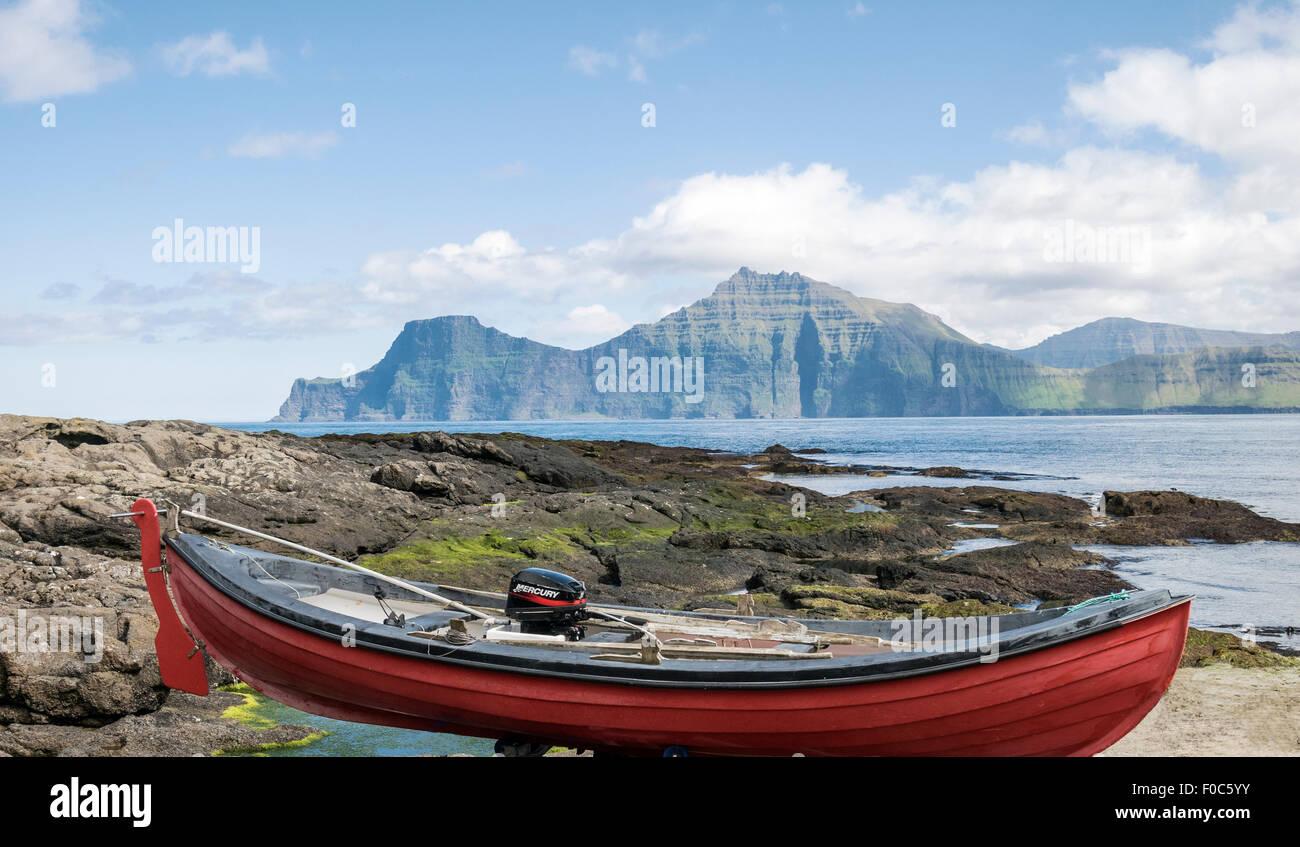 Petit bateau de pêche au mais confortables et disposent des îles Féroé Photo Stock