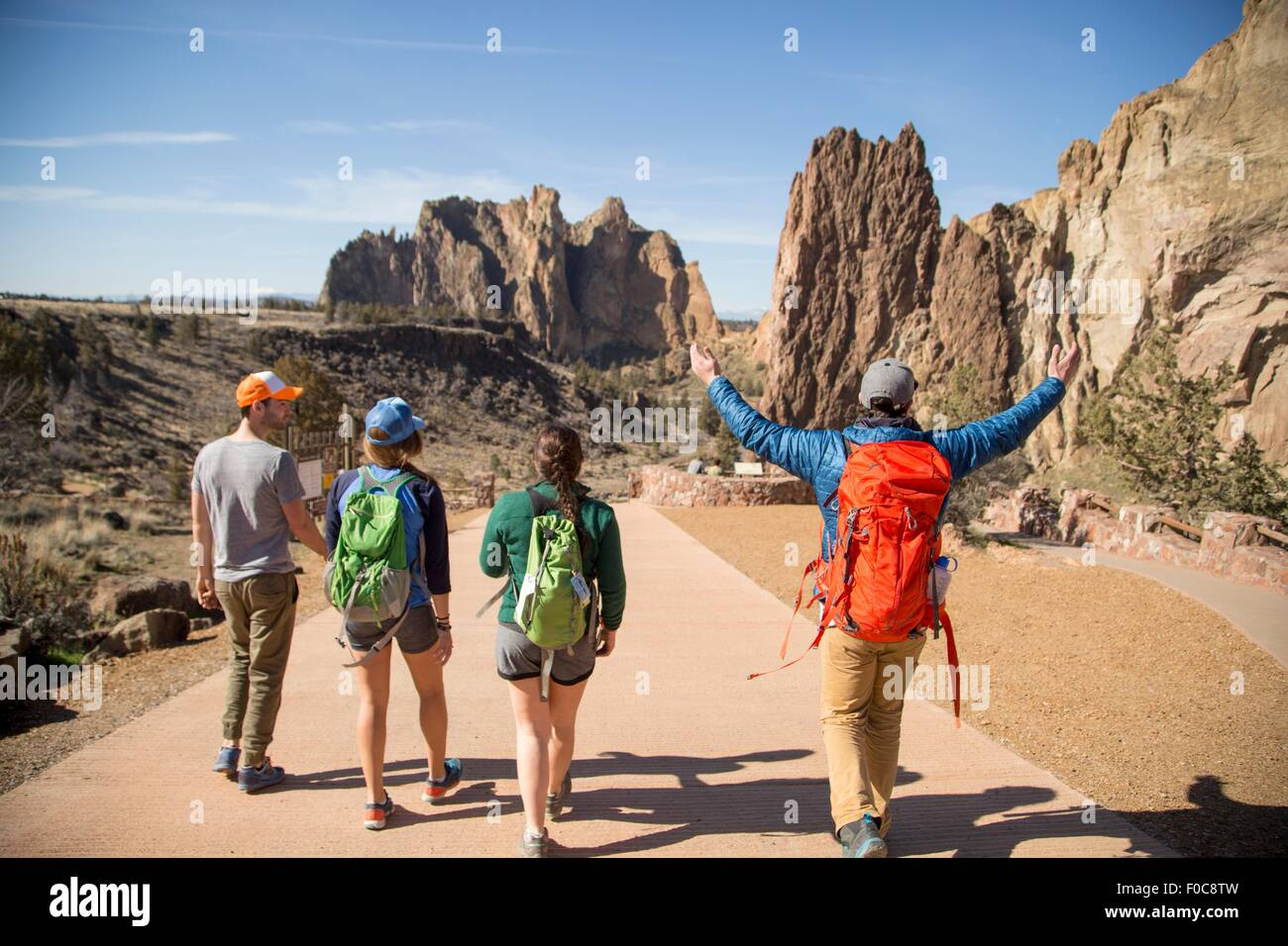 Backpackers en vacances, Smith Rock State Park, New York Photo Stock