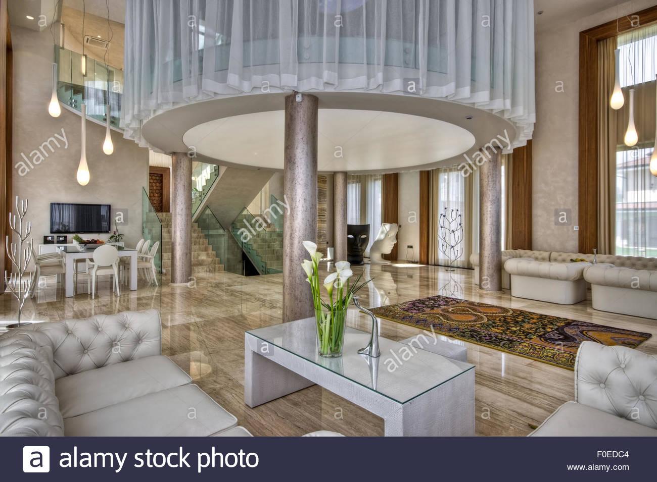 L\'intérieur moderne en marbre dans maison contemporaine Banque D ...