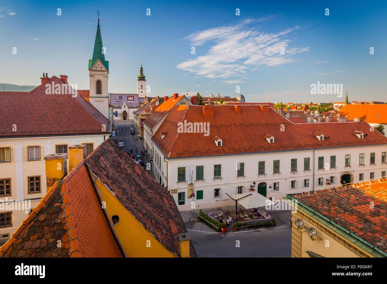 Zagreb est une ville dynamique de 800 000 personnes environ, qui bénéficie d'une charmante vieille Photo Stock