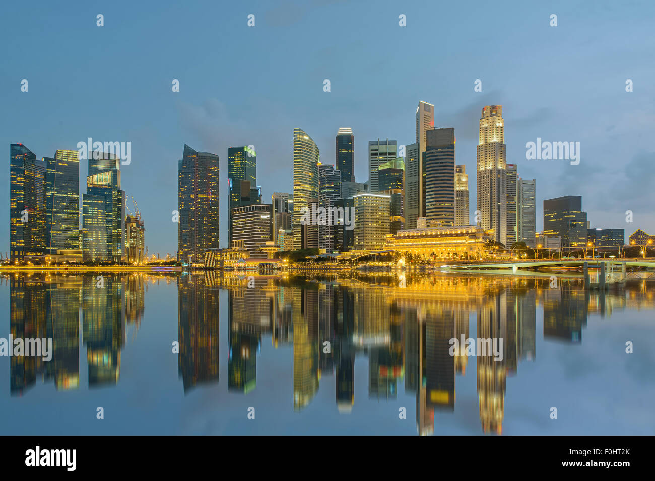 Singapore city skyline at night Photo Stock