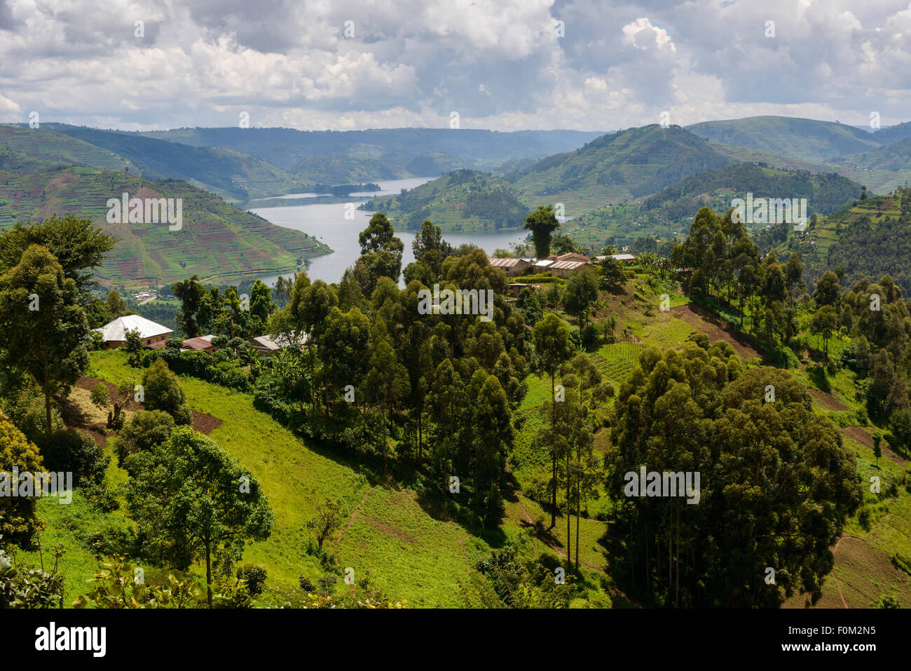 Surplombant le lac Bunyonyi, Ouganda, Afrique du Sud Photo Stock