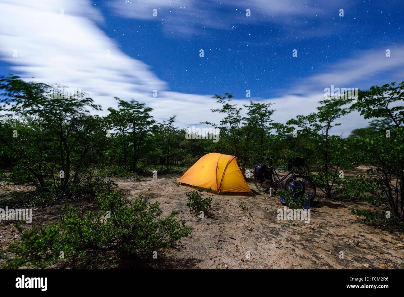 Randonnée à vélo au Botswana, l'Afrique Photo Stock