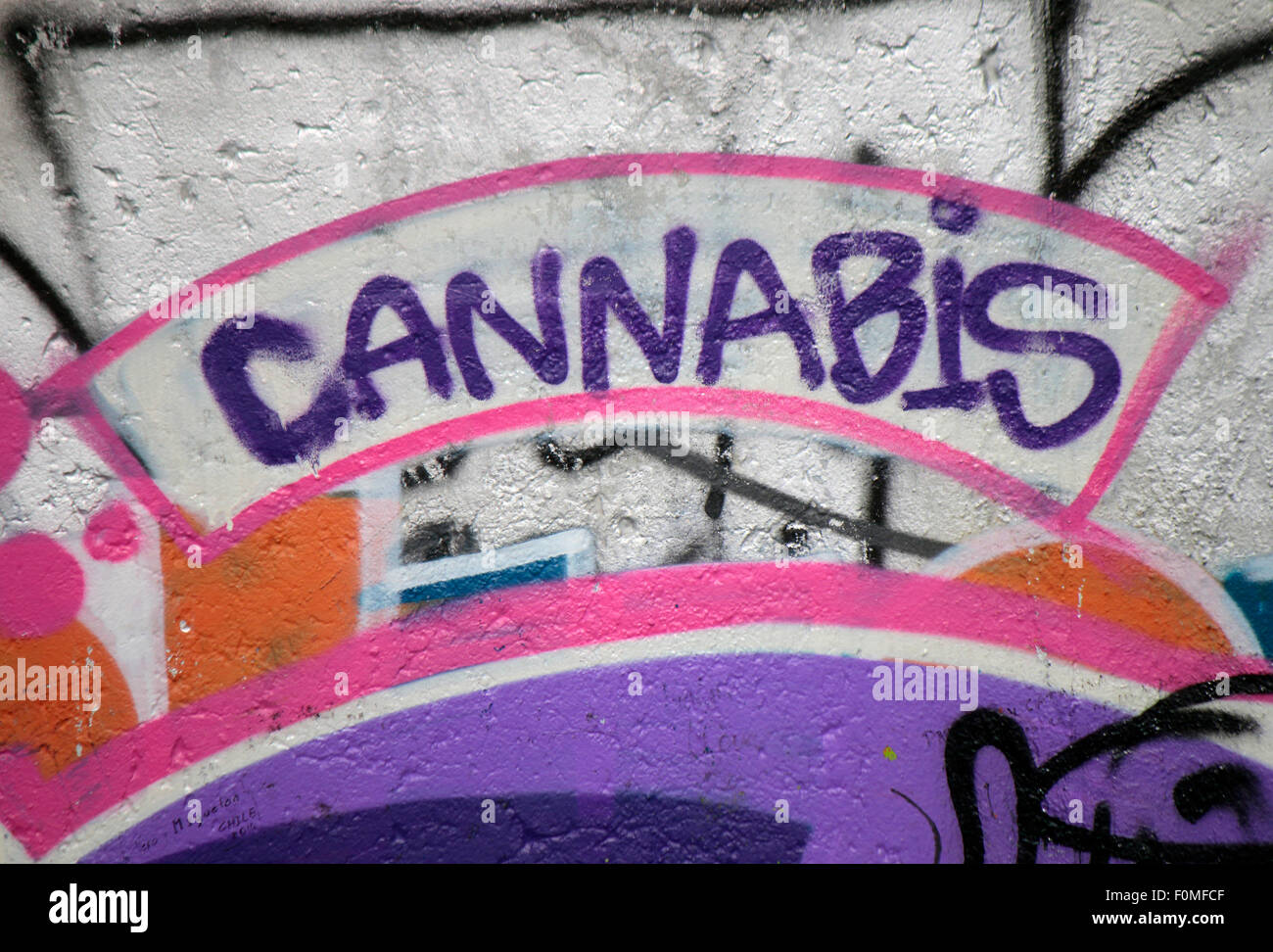 Le cannabis - Graffity, East Side Gallery, Berlin. Photo Stock
