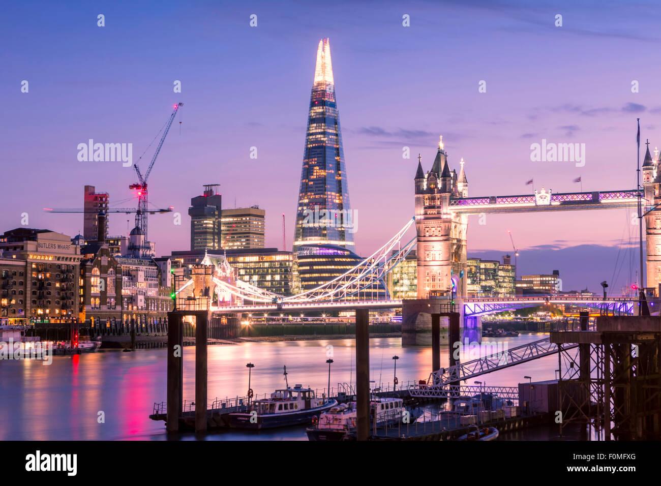 Tower Bridge, rivière Thames et le Shard building à Londres, Angleterre, RU Photo Stock