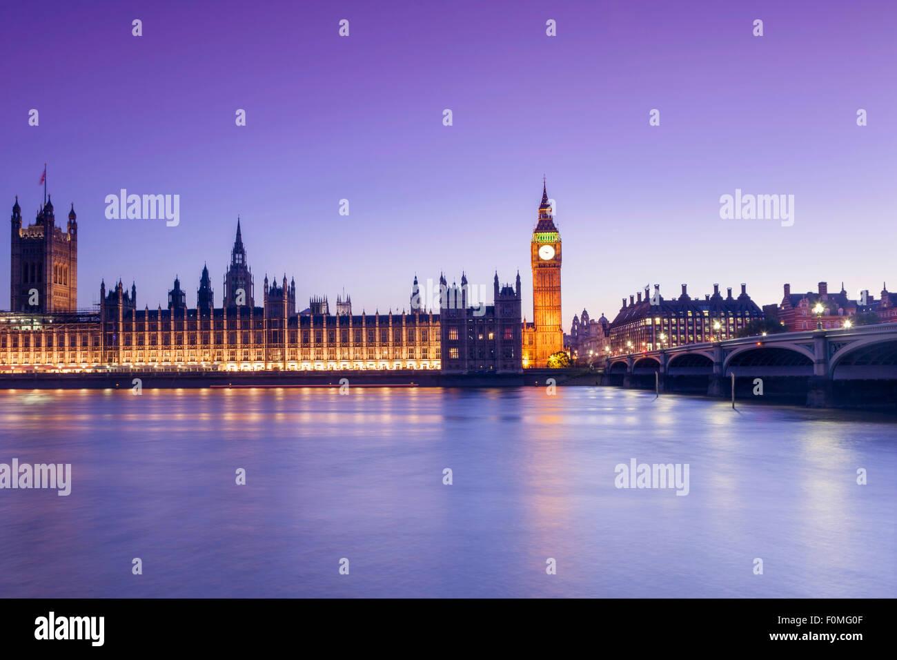 Londres, chambres du Parlement (Palais de Westminster), Thames et Westminster Bridge Photo Stock