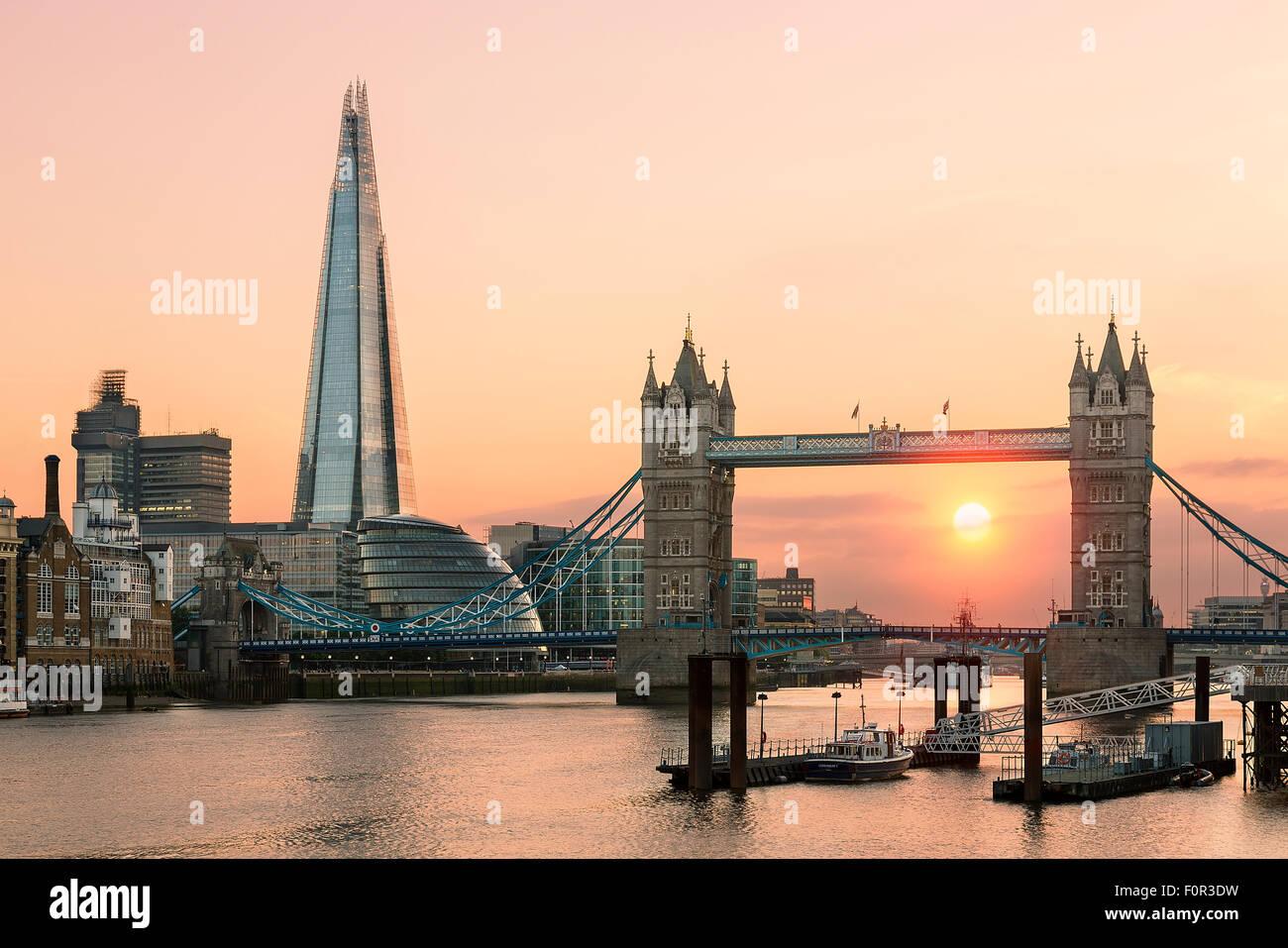 Londres, Tower Bridge et le Shard London Bridge au coucher du soleil Photo Stock