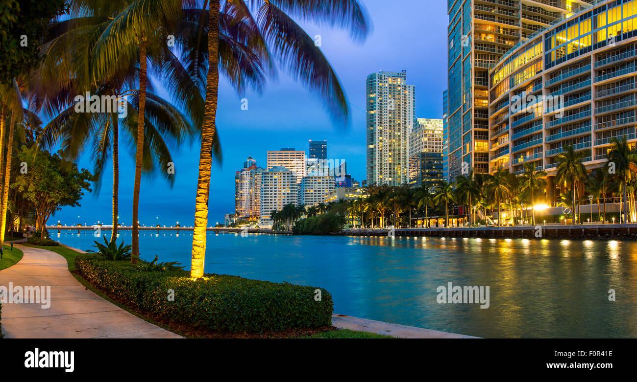 Le centre-ville de Miami Brickell Key, la nuit Photo Stock