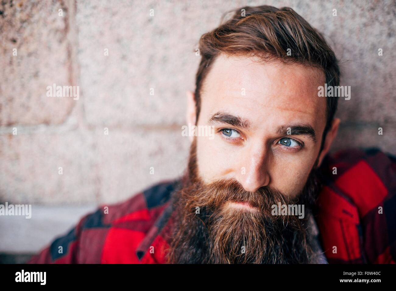 Portrait d'homme à barbe à la voiture Photo Stock