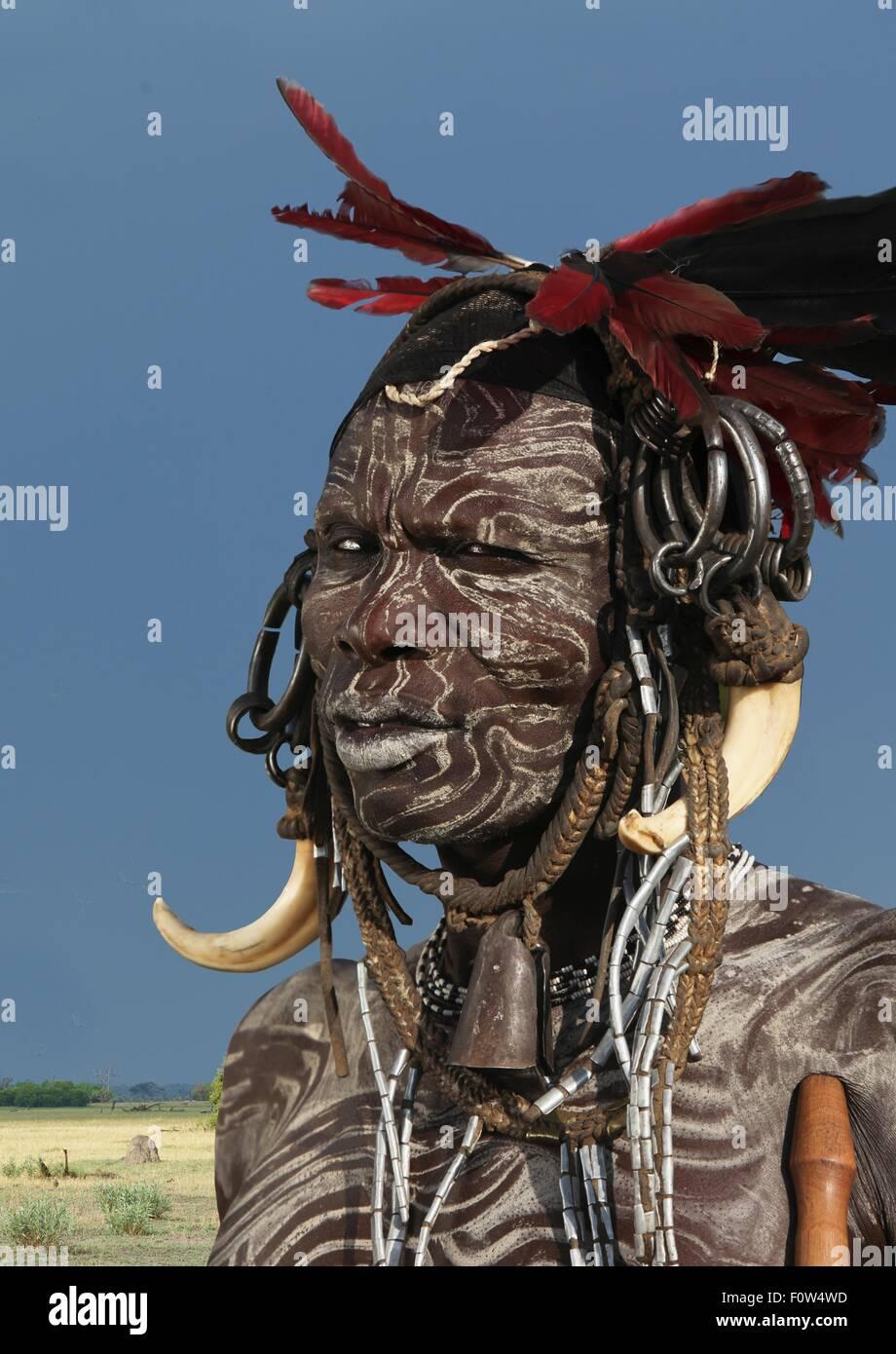 Portrait de l'homme de la tribu Mursi décoré avec la peinture pour le visage, l'Éthiopie, Photo Stock