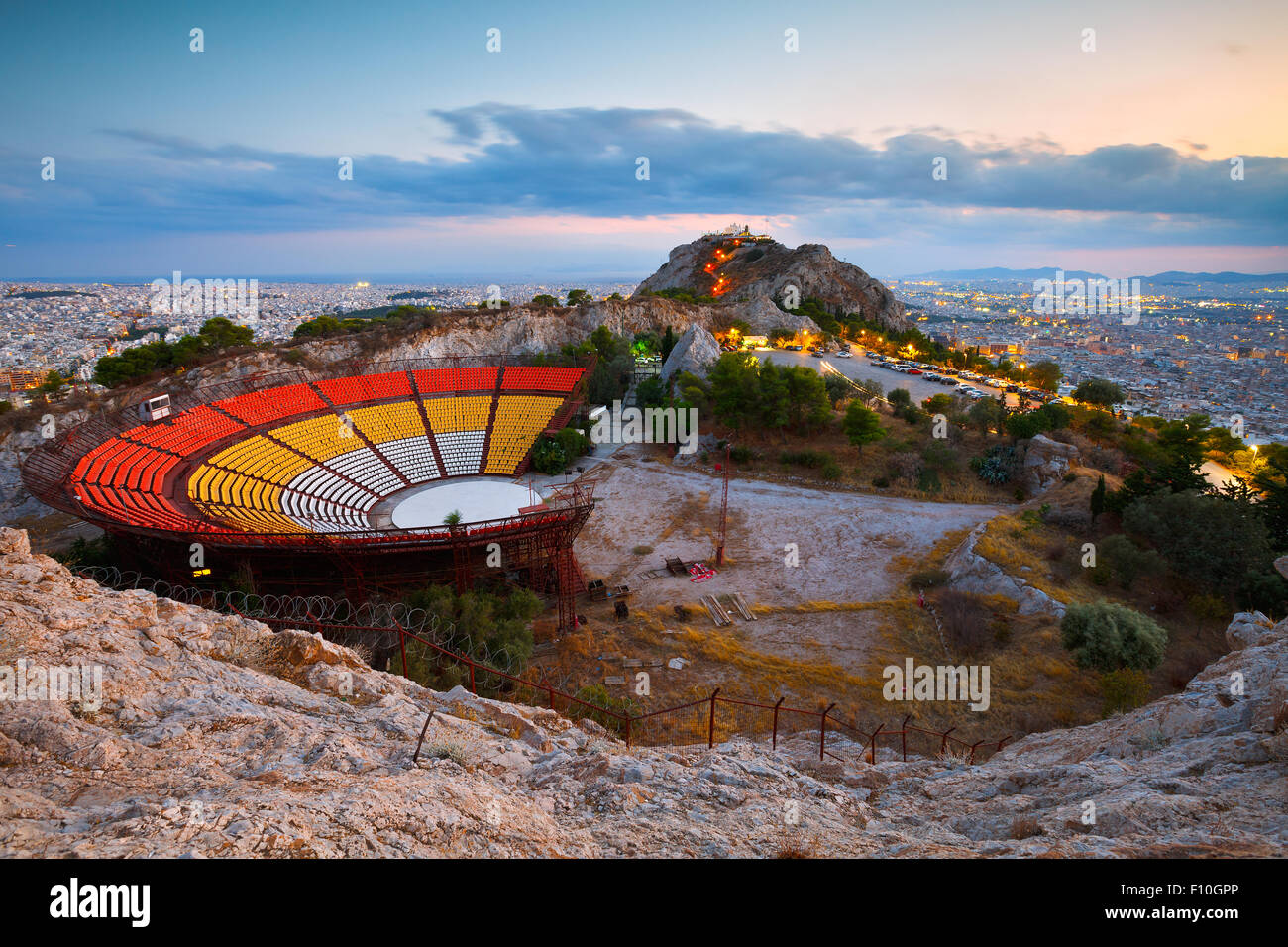 Théâtre en plein air sur la colline Lycabettus à Athènes, Grèce. Photo Stock