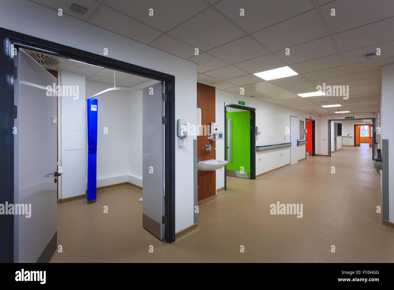 Nouveau couloir de l'hôpital sans que les gens Photo Stock
