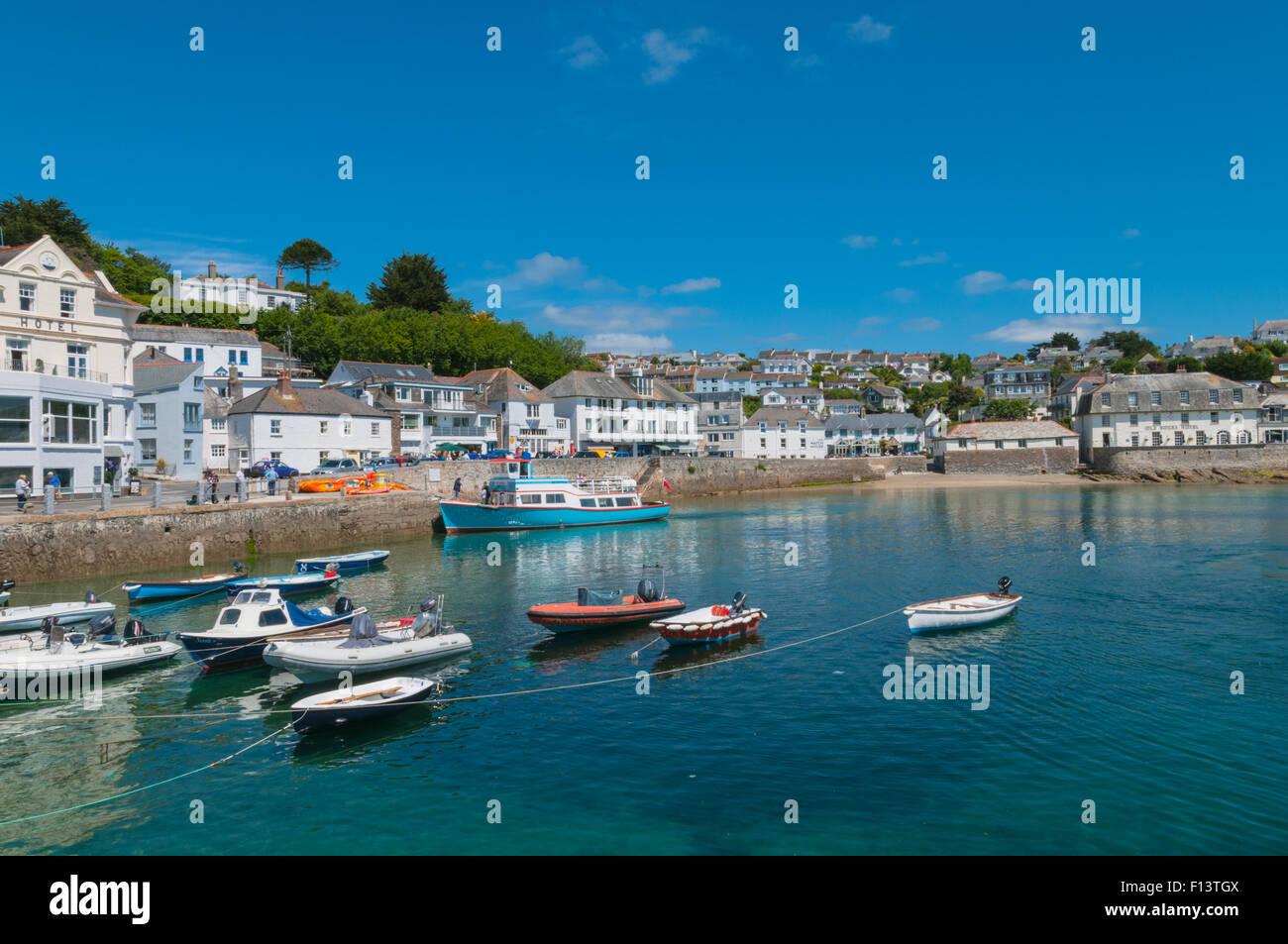 Bateaux dans le port de St Mawes St Mawes Cornwall Angleterre Photo Stock