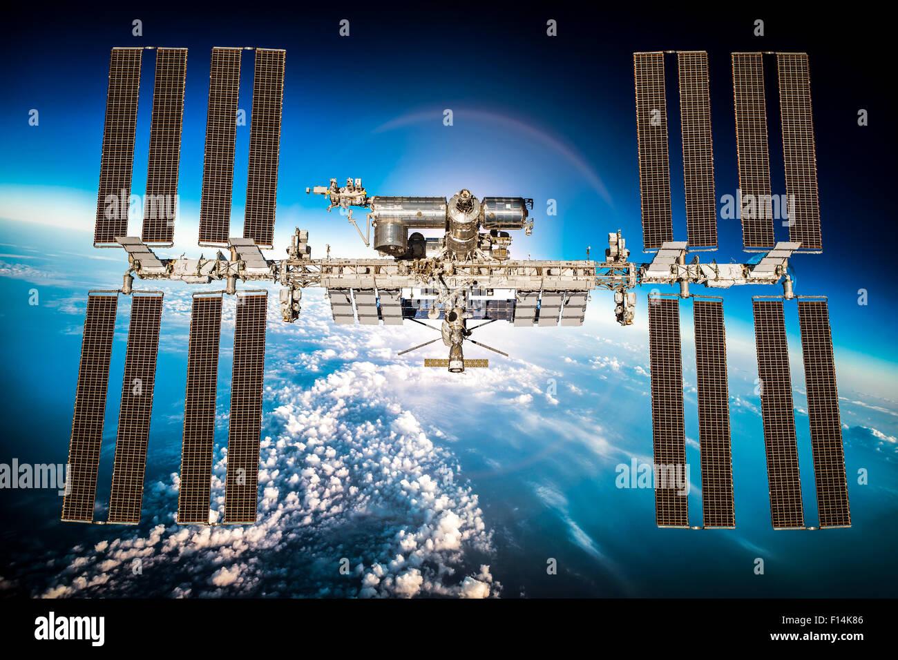 Station spatiale internationale au cours de la planète terre. Éléments de cette image fournie par Photo Stock